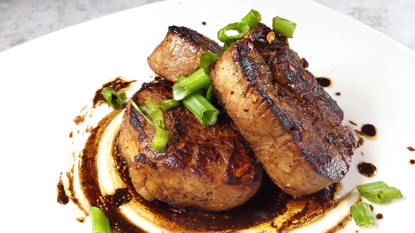 Pork tenderloin medallions with Secolo Barrique millesimata